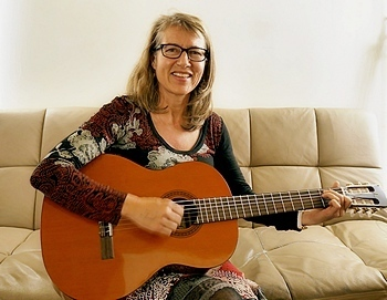 Barbara Aeberhard, guitar student from Melbourne